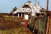 M. Perlmutter foran Troldhattens Tehus i Thylejren 1980