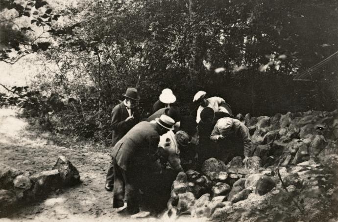 Tørstige sjæle ved Sct.Sørens Kilde anno 1923