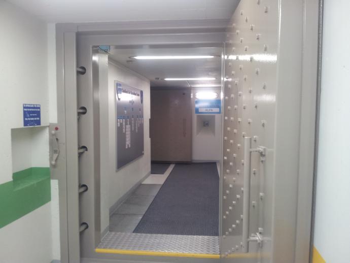Hovedindgang - Dør 1 og 2 efter trappeskakt