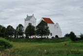 Voer kirke set fra Voergårdvej