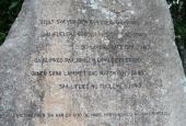 Teksten på stenen