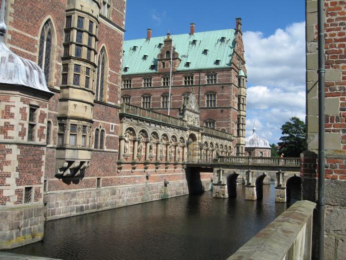 Frederiksborg slot med voldgrav