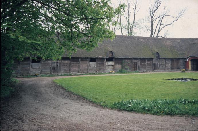 Tyrstrup præstegård, træ længe
