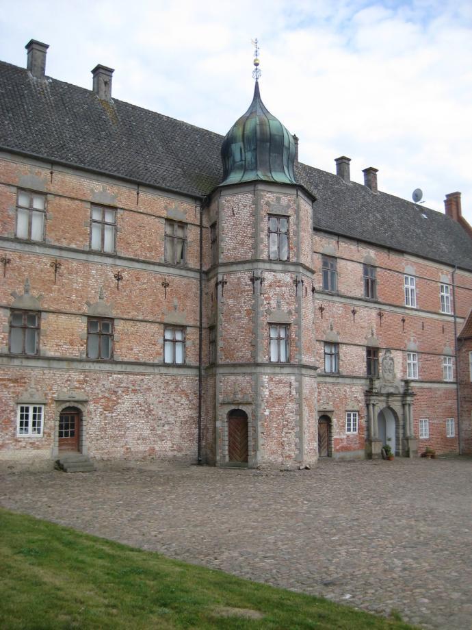 Brahetrolleborg, indgang