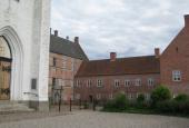 Brahetrolleborg, Klosterfløjene