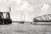 Hadsundbroen med sejlskib
