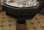 Køge Kirkes nuværende døbefont