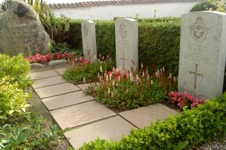 Flyvergravene på Kirke Værløses Kirkegård
