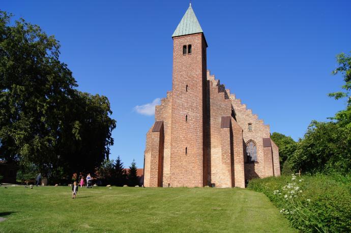 Maribo Kloster set fra Søen