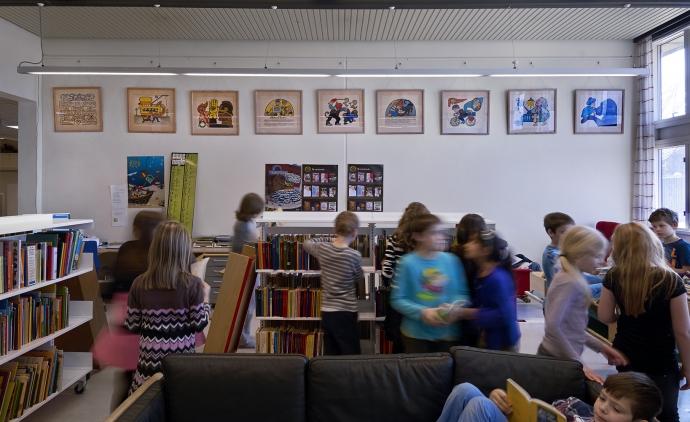 Henry Heerup's lithographs at Skallebølle Skole