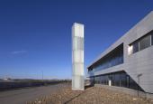 "AVPDs værk ""Light Tower"" foran Skagen Skipperskole"