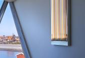 """AVPDs værk """"Time Light"""" i mødelokalet på Skagen Skipperskole"""