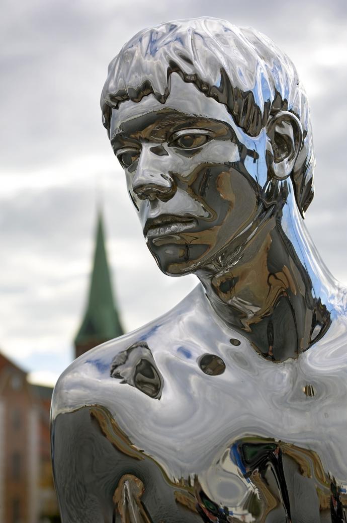 """Elmgreen & Dragsets """"Han"""" i Helsingør"""