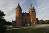 Vallø Slot forfra og tæt på