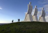 """Svend Wiig Hansens """"Mennesket ved havet"""" ved Sædding Strand"""