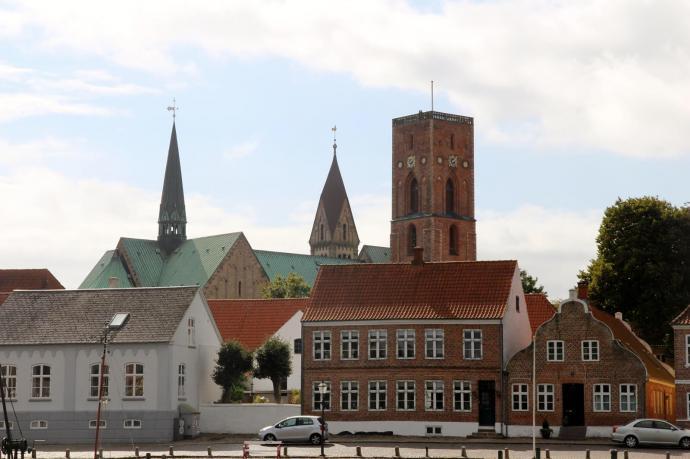 Kirken på afstand