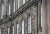 Christiansborg portrætter over vinduet