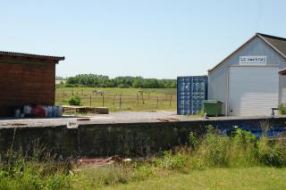 Tjørnagergård. Fundamentrester fra drivhuse.