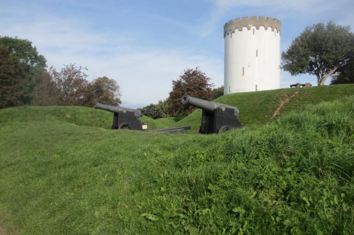 84 punds kanoner på Prins georgs Bastion