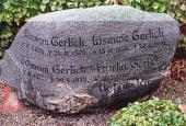 Gerlich familiens gravsten Østrup kirkegård
