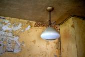 HAVEHUS: Lampe, køkken - væg ternet med flisetern