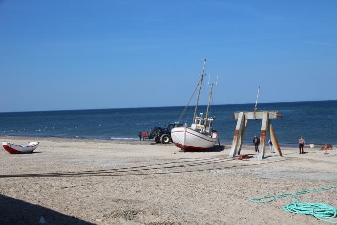 På stranden/Havnen