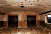Missionshuset i Ørum under nedrivning, set indefra