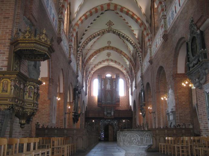Skt. Bendts Kirke, indre-1