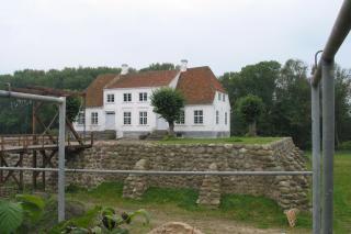 Søbygård