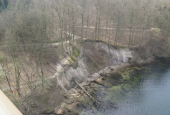 Klint med skrivesand set fra Lillebæltsbroen.