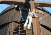 Mølletop - der sættes vindbrædder og sejl på vingerne