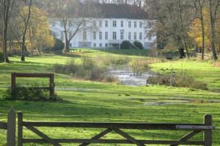 Kærsgård set fra parken.