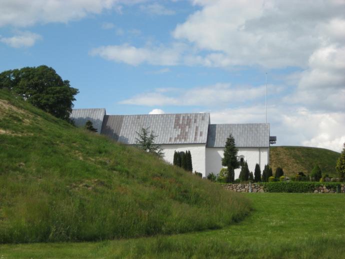 Jelling, Kirke og høje