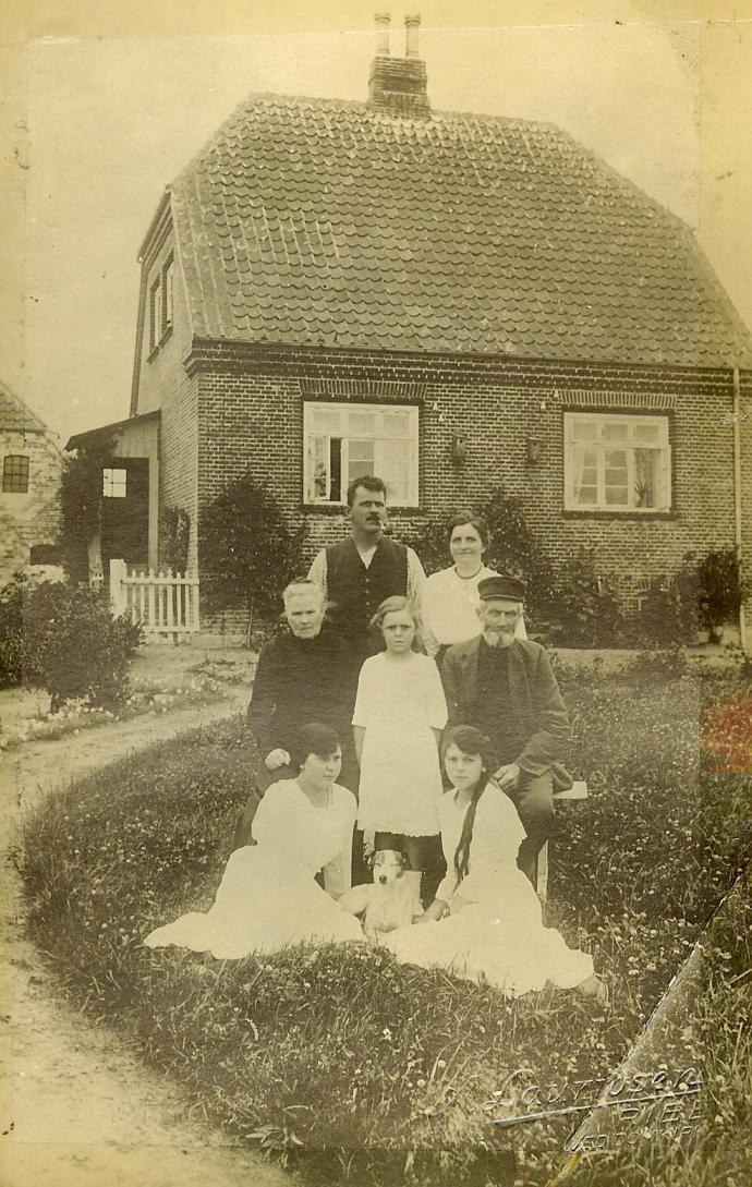 Den første slusemester Carl Alfred Møller og familie