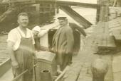 Slusemester Carl Alfred Møller i båd