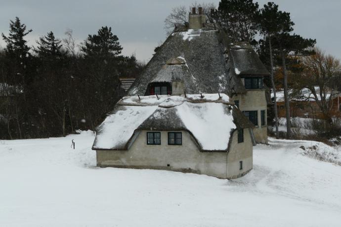 Knud Rasmussens hus set fra bakke