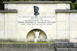 Mindemur for oberst Paludan-Müller