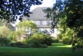 Domænegården Røjs hovedbygning, set fra øst