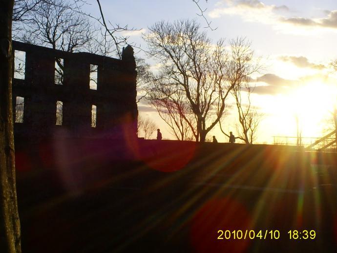 solnedgang ved Trojborg slotsruin