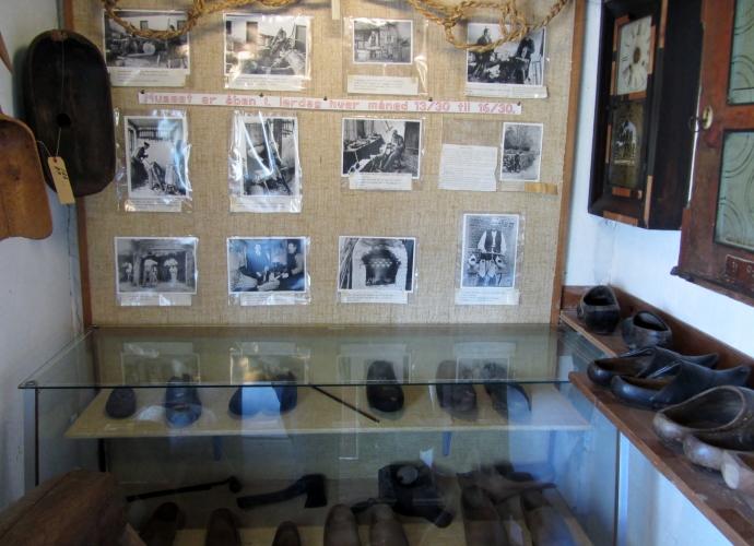 Inde fra museet