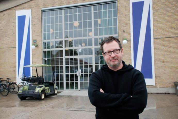 Instruktr Lars von Trier i Filmbyen Avedre